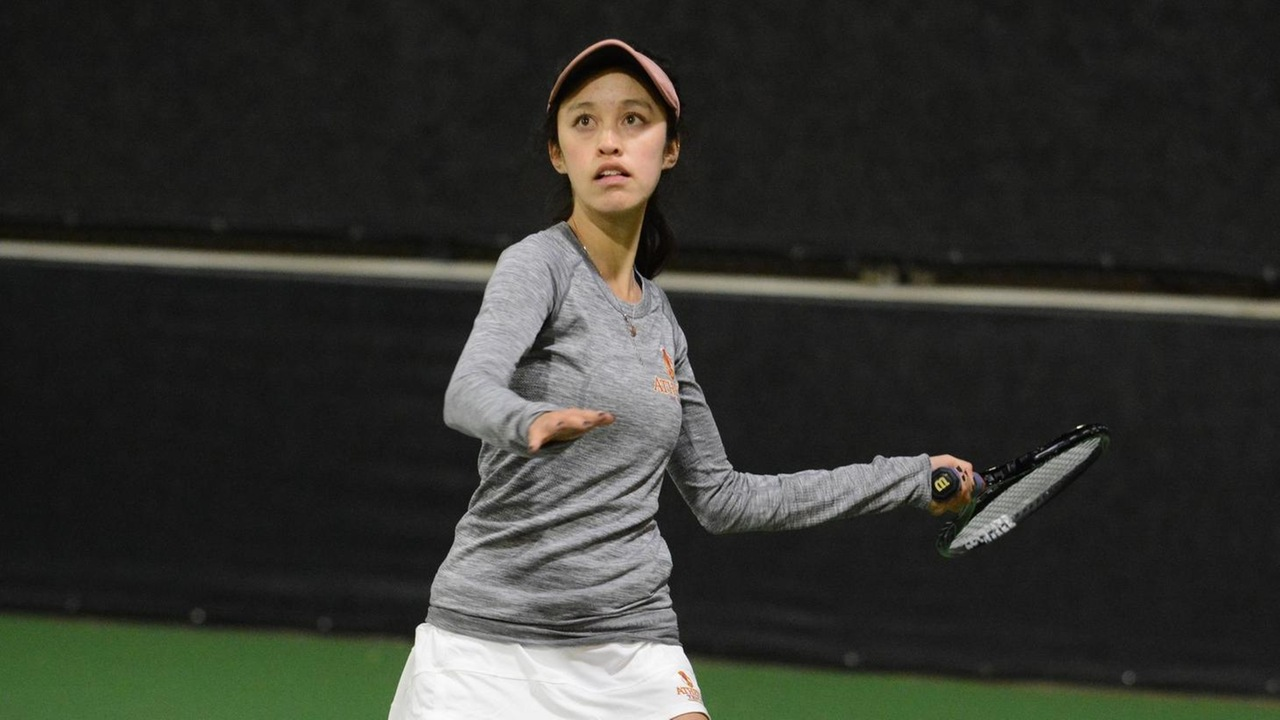Lauren Yamagami prepares to hit a forehand