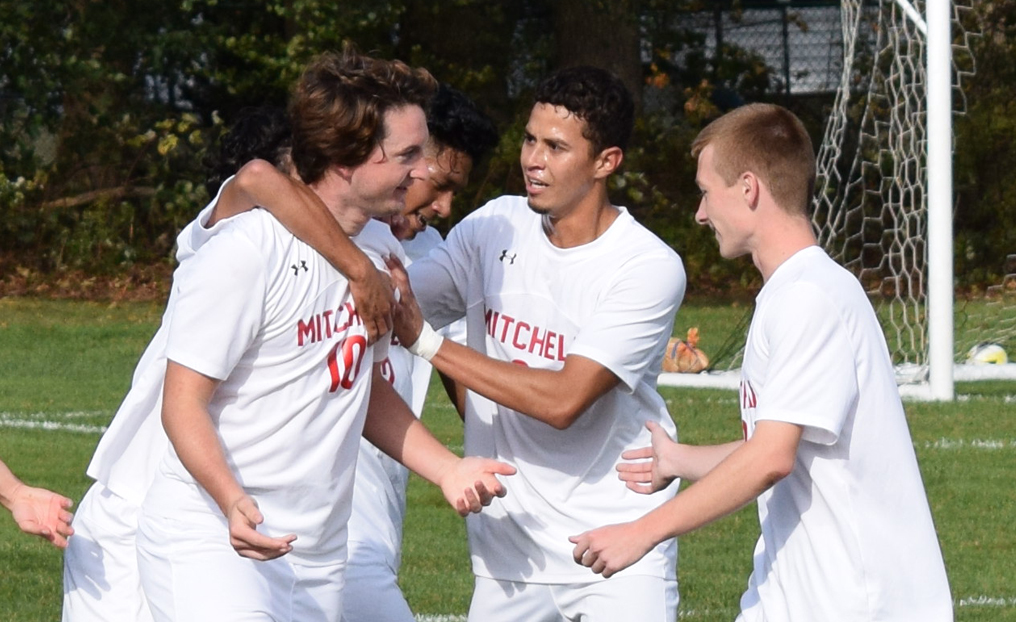 Men's Soccer Tops No. 5 Newbury in NECC Semis