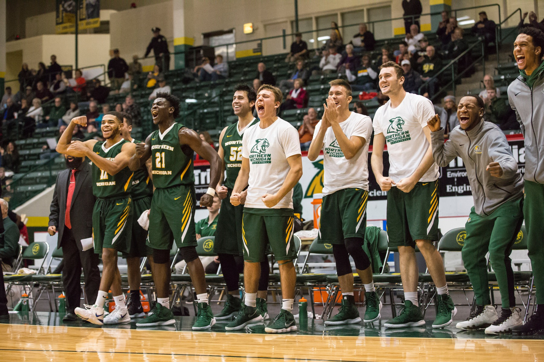 Men's Basketball Wins 93-70 in Season Opener