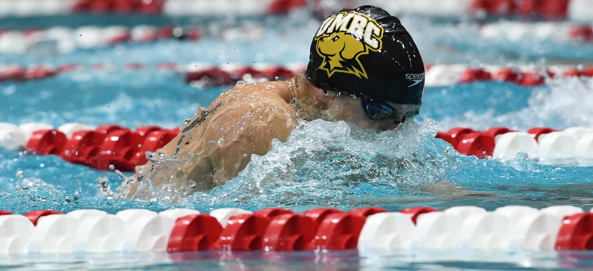 Retrievers Sit in First After Day One of CCSA Championships
