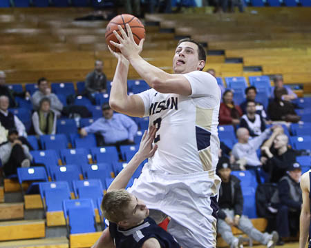GU's Danny Kelly reaches 1,000 career points in big NEAC win at home