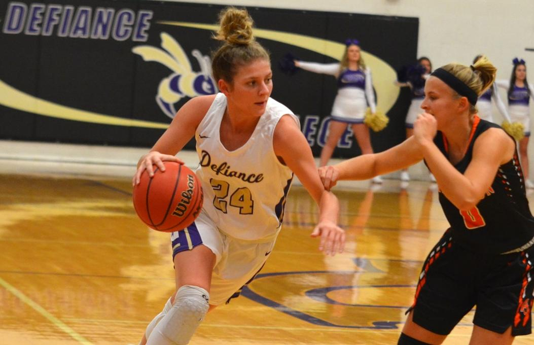 Women's basketball begins HCAC play with last-second victory