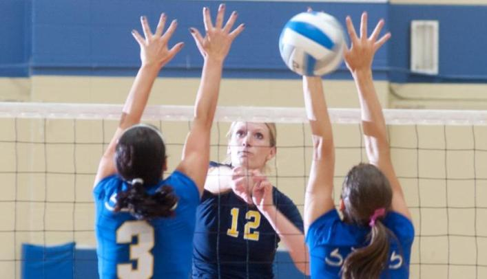 Volleyball Opens WIAC Tournament with 3-1 Win Over River Falls