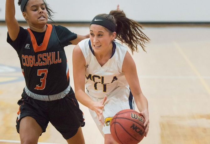 Women's Basketball drops third straight game, fall to Curry 59-50
