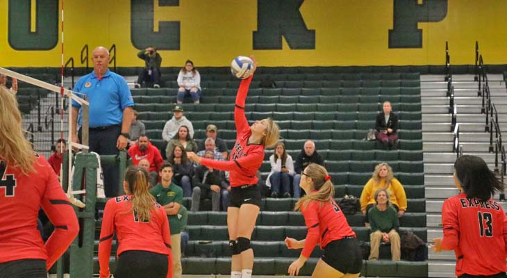 Women's Volleyball Team Drops Non-Conference Match to Golden Eagles