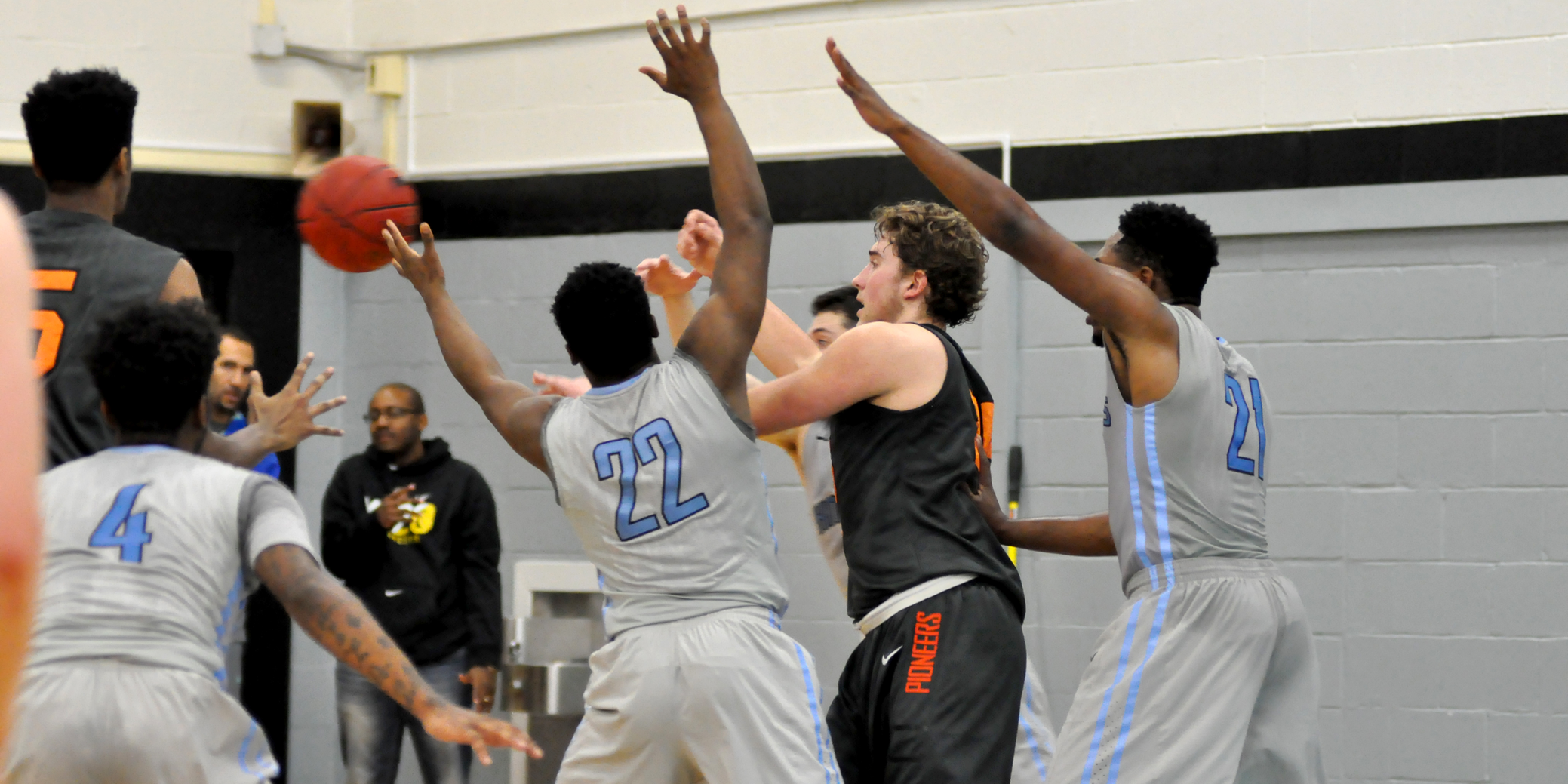 Lewis & Clark nearly rallies back from 19-point deficit in season opener