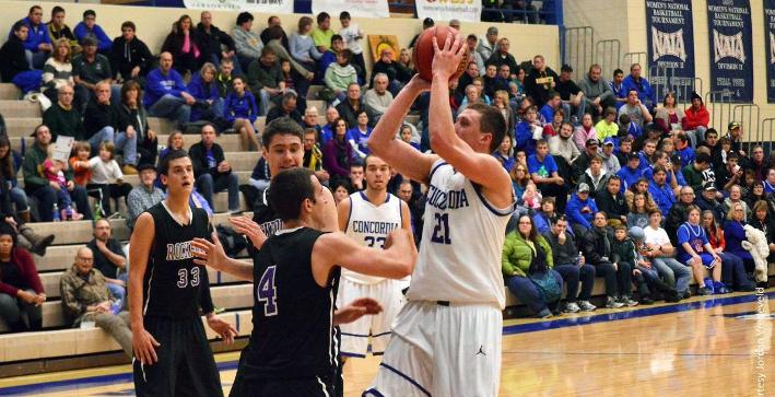 Men's Basketball lights up nets in victory over Rockford