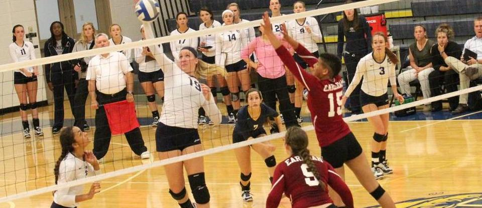 Volleyball Wins Five-Set Thriller to Open Play at Colorado College Classic