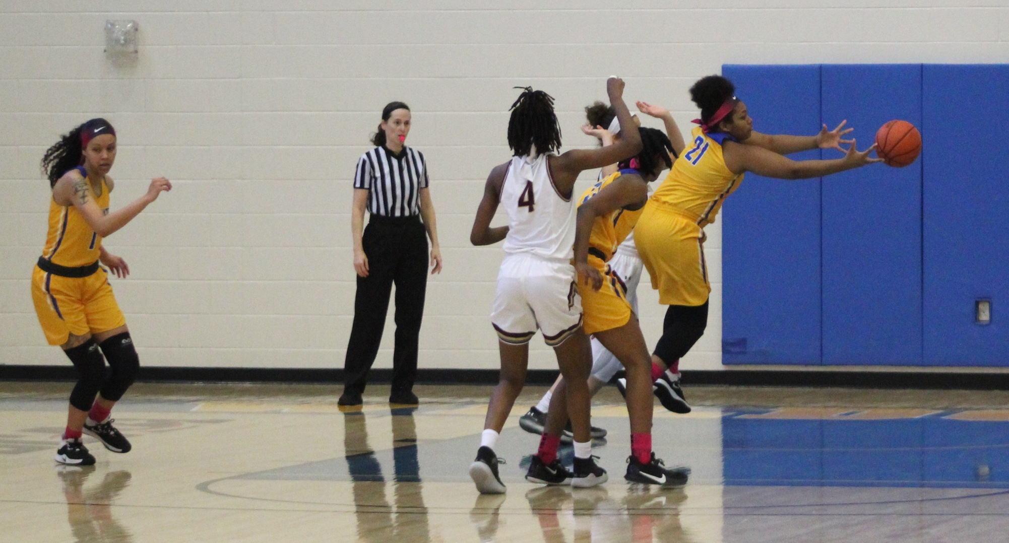 Women's Hoops Dominate The Glass In 88-68 EMAC Win