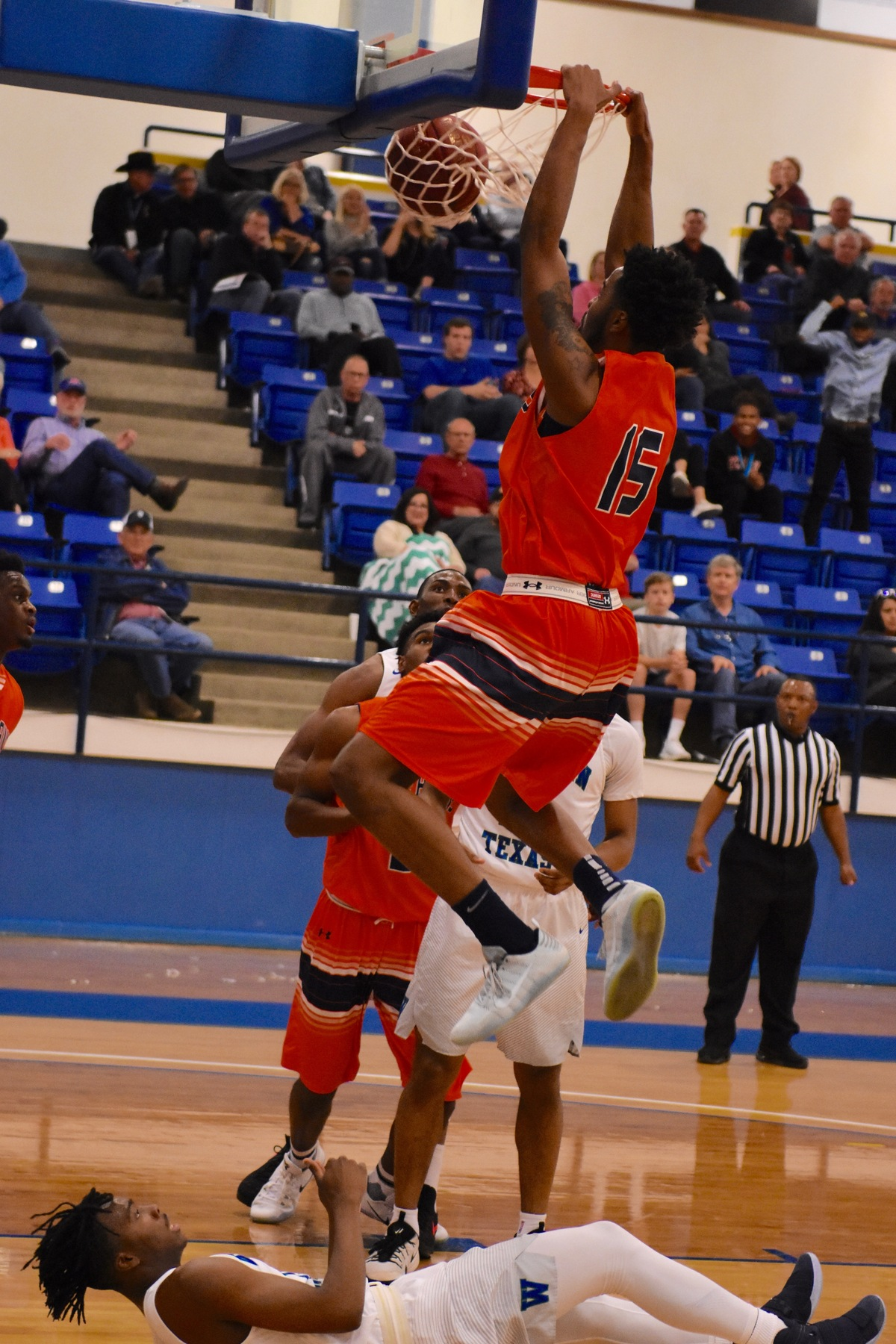 Texans fall to Western Texas 82-74 in semifinal round of Region V Tournament on Friday