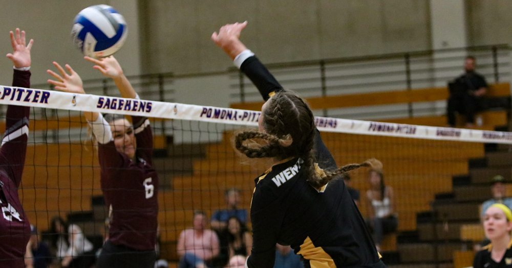 Women's Volleyball Wins Fourth-Straight Match with Sweep at Nichols