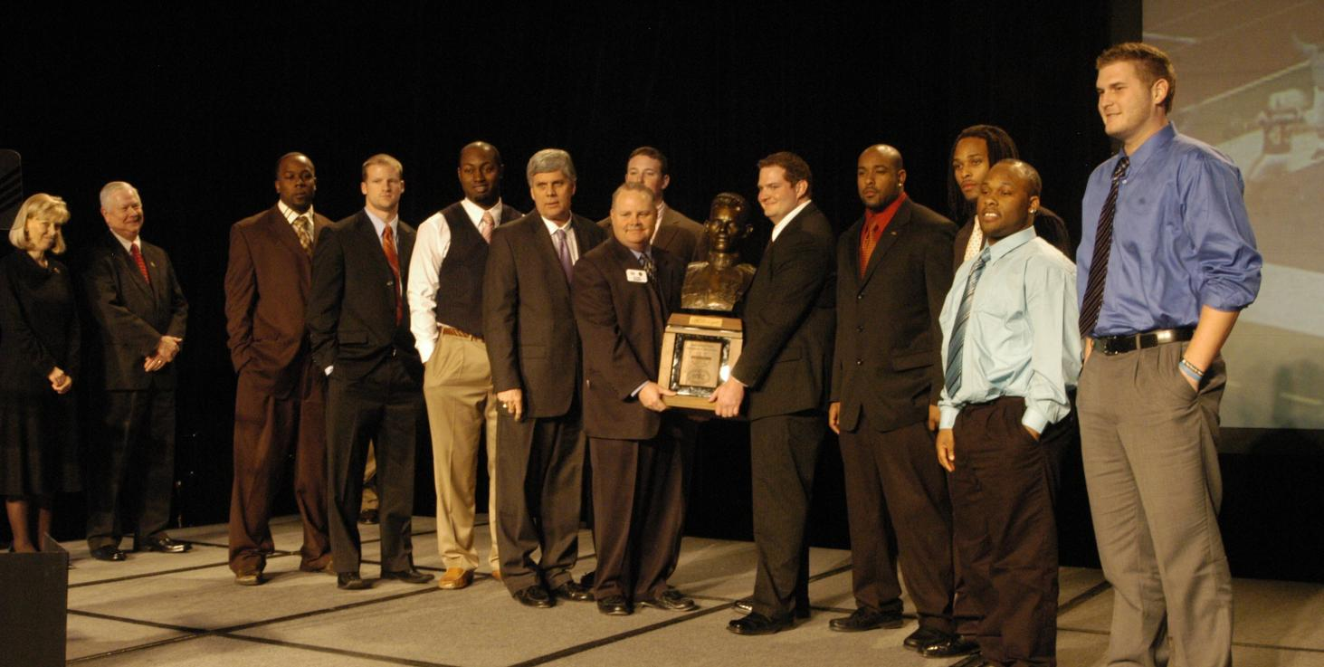 Golden Eagles receive Sgt. York Trophy at O'Charley's Dinner of Champions