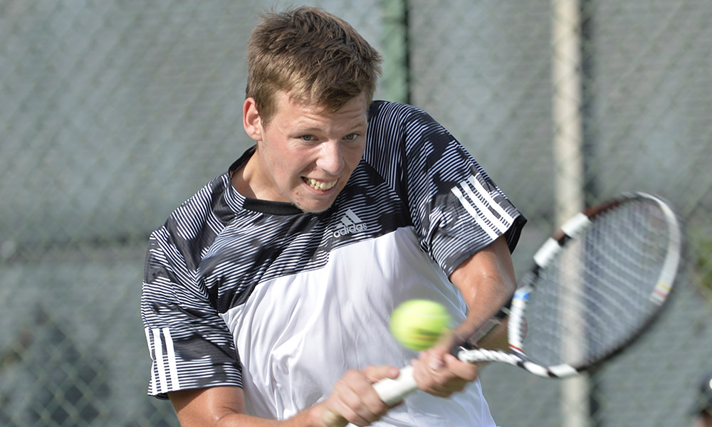 MEN'S TENNIS FALLS, 5-2, IN CLOSE CONTEST WITH YALE