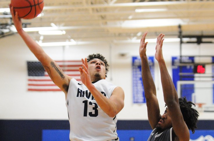 Men's Basketball: Raiders rammed down at Suffolk