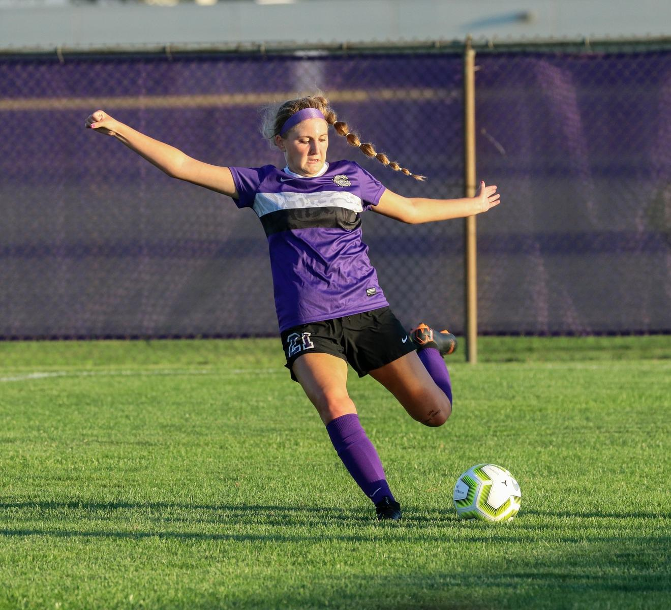 Three-goal second half helps No. 12 @bhsdogs_gsoccer beat Mooresville