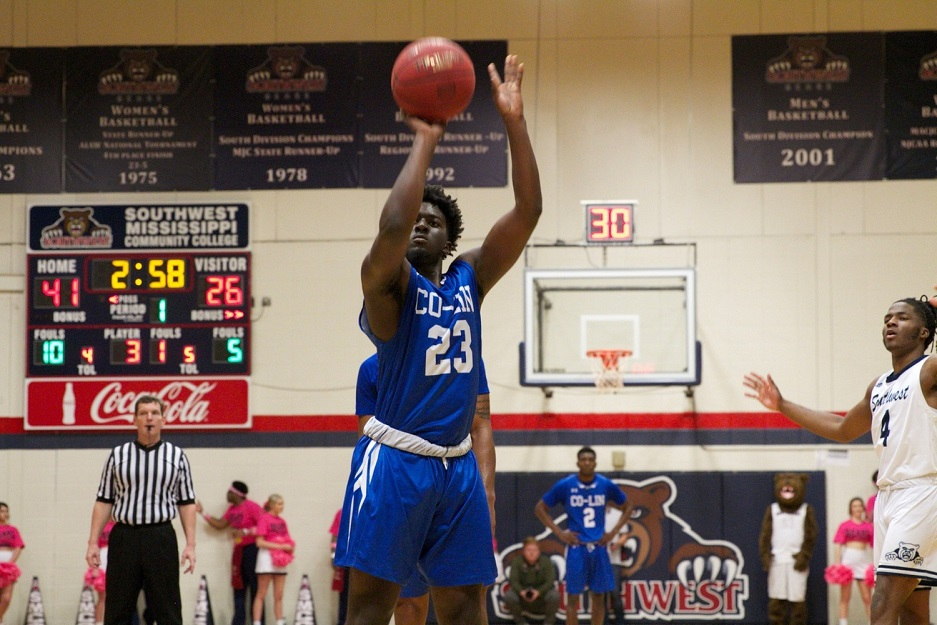 Co-Lin Wolves fall to SMCC Bears in hard fought game