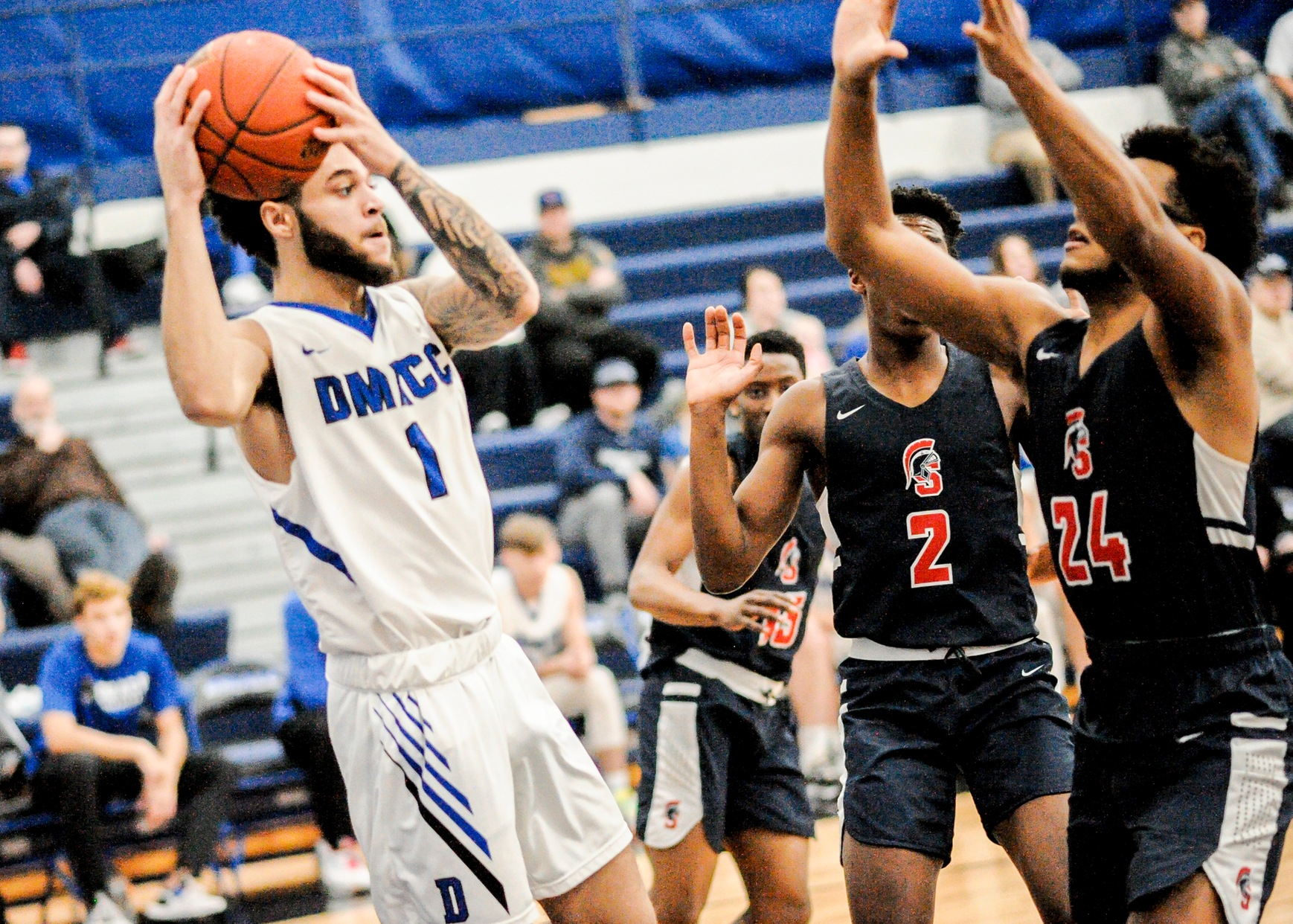 Bariffe-Smith leads DMACC men's basketball team past SWCC, 86-50