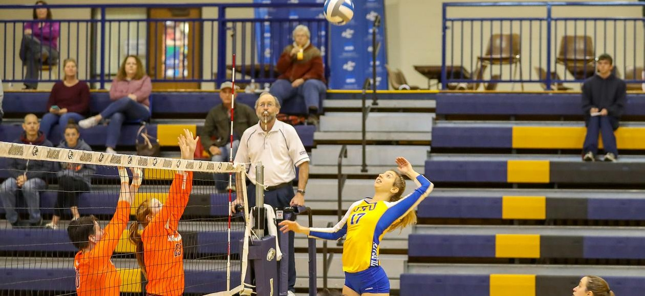 #4 Women's Volleyball Sweeps Emmanuel 3-0