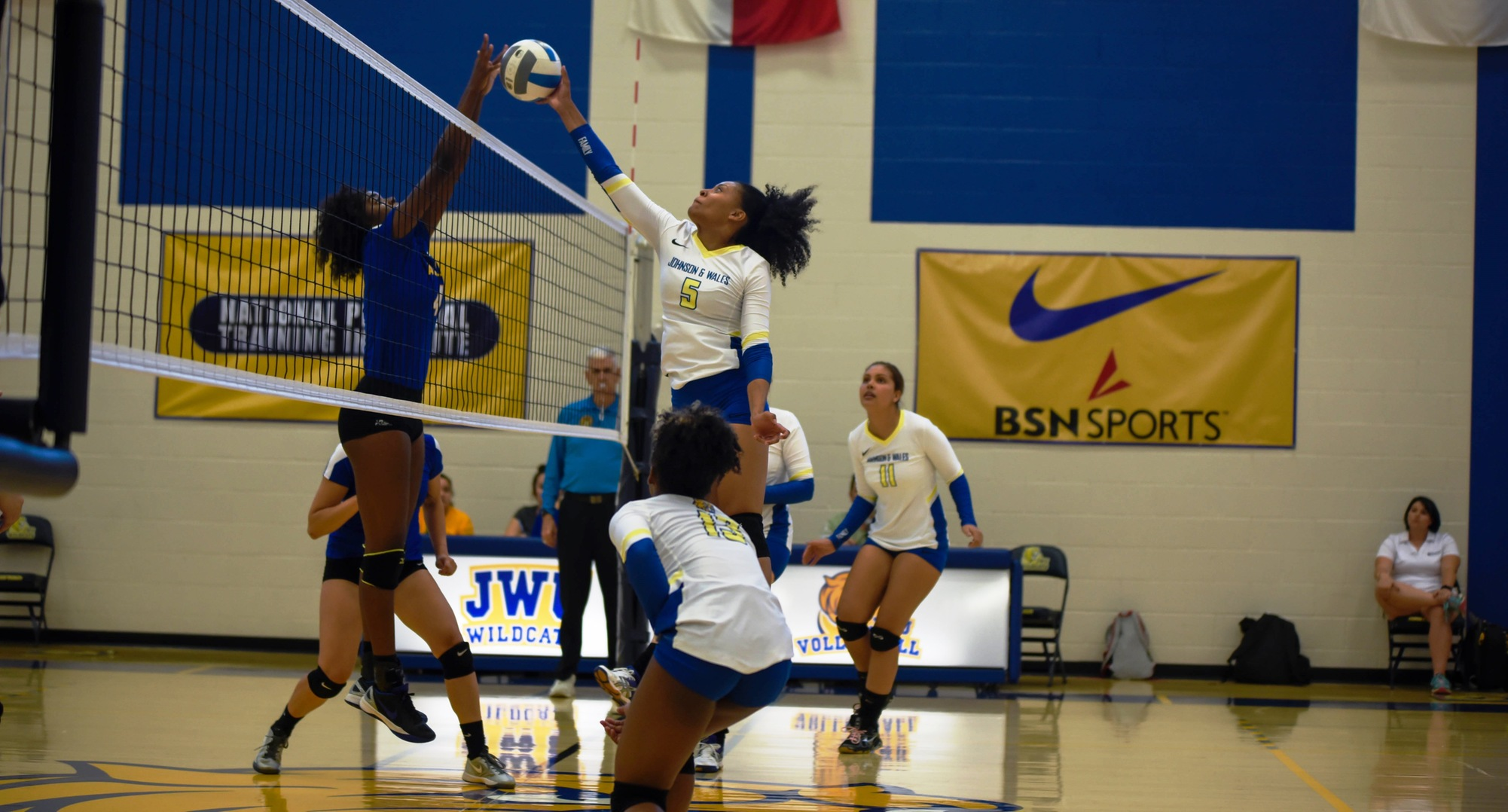 Volleyball Extends Home Win Streak Over Smith