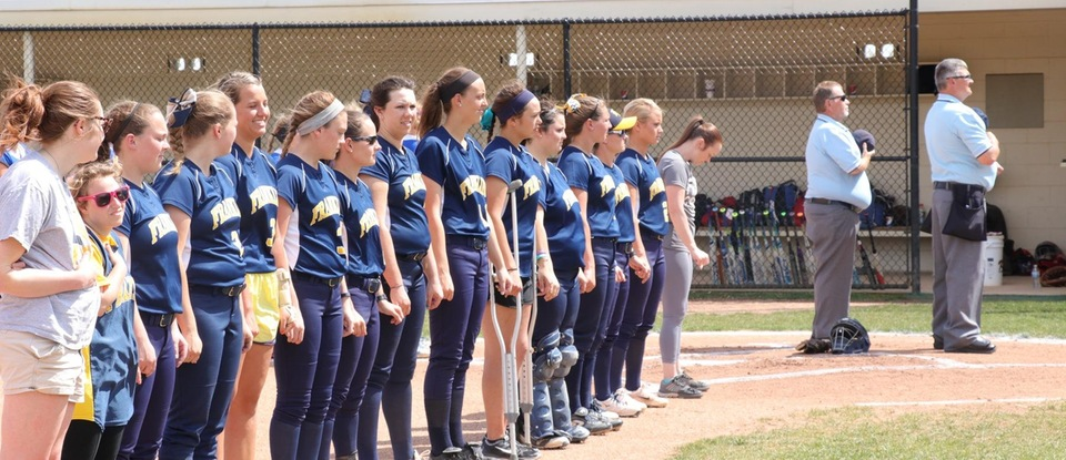 Softball Splits with HCAC Rival at Home