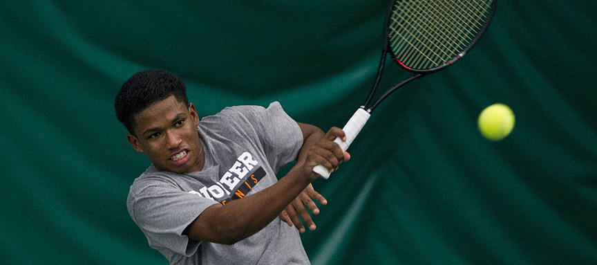Men's Tennis Takes Down Linfield 8-1
