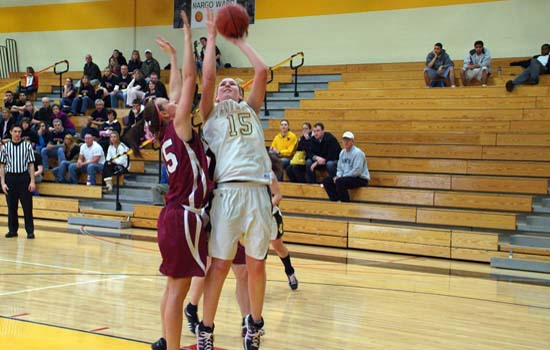 Defense Powers Leopards to 50-38 Win Over MIT