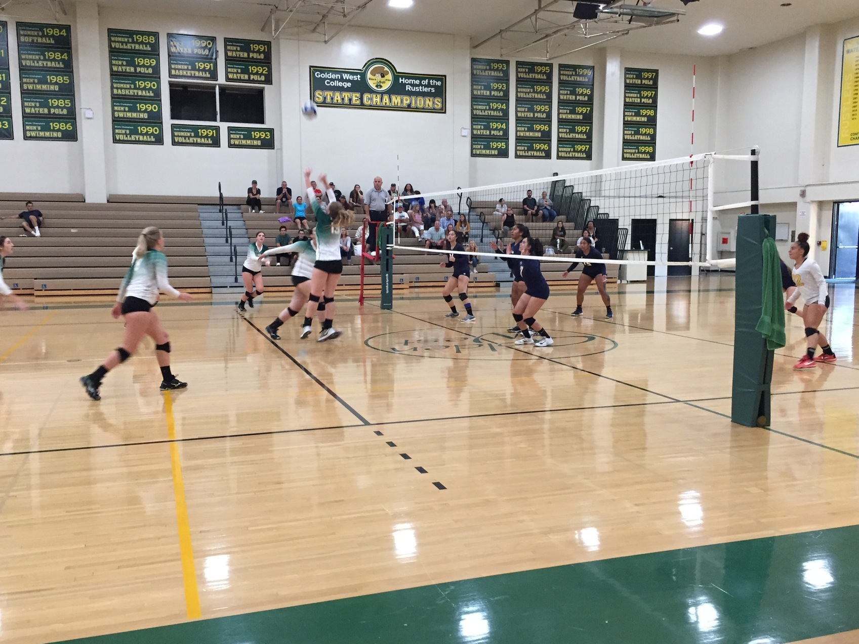 W Volleyball: Upset in Five Sets to LA Harbor