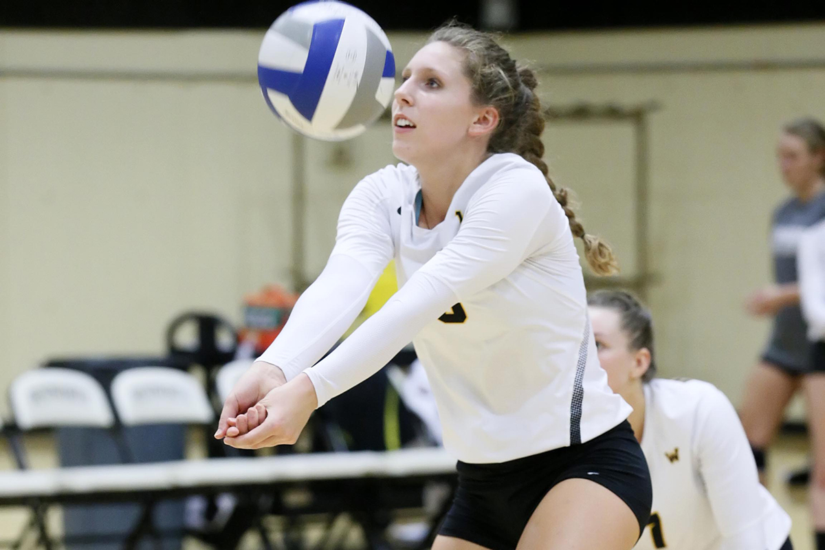 Rogoz Helps Power Women's Volleyball to Seventh Straight Win