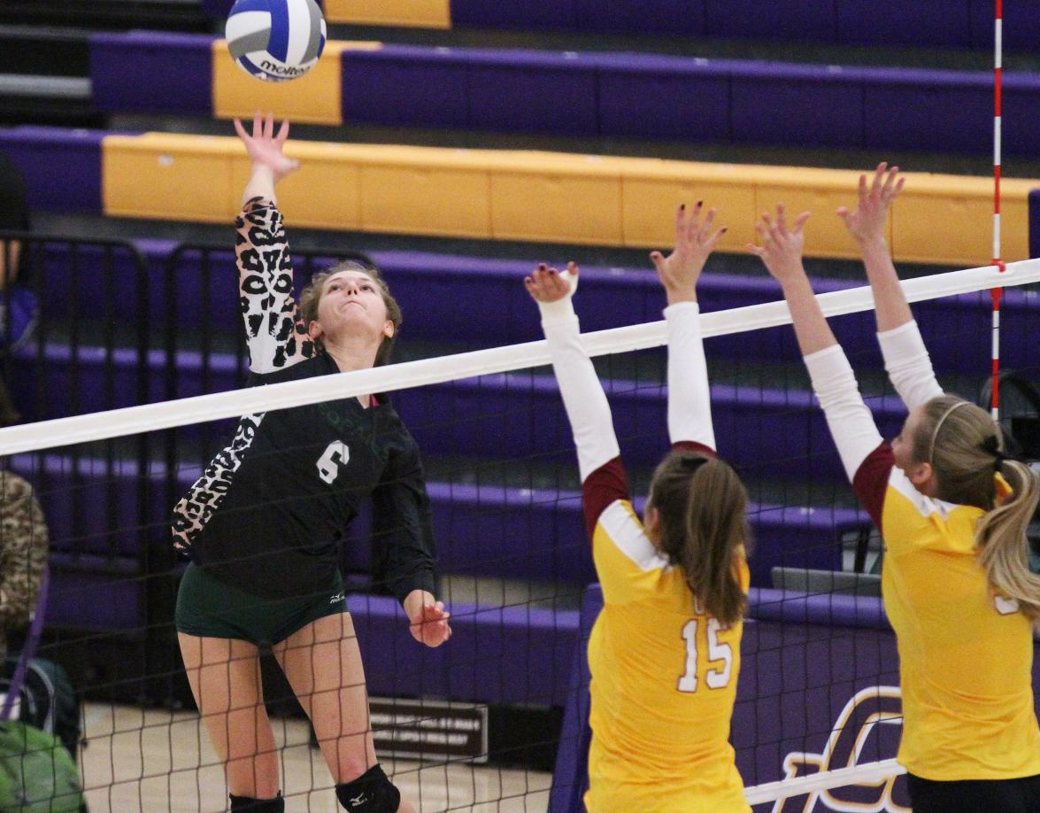 Volleyball falls to No. 18 CMS, waits for Selection Show