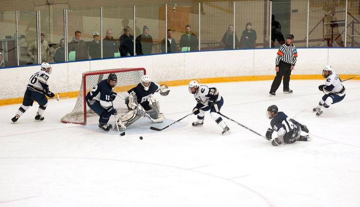 Men's Hockey Remains Perfect with Win Over Bethel