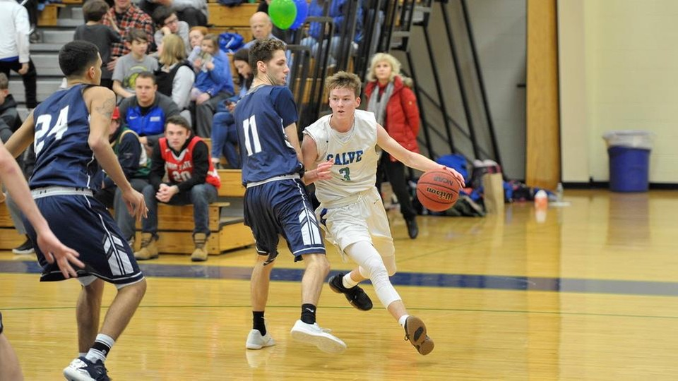 Kevin Kelly scores team-high 19 points to help Salve Regina to its first victory of 2018-19. (Photo by Mark Brochu '87)