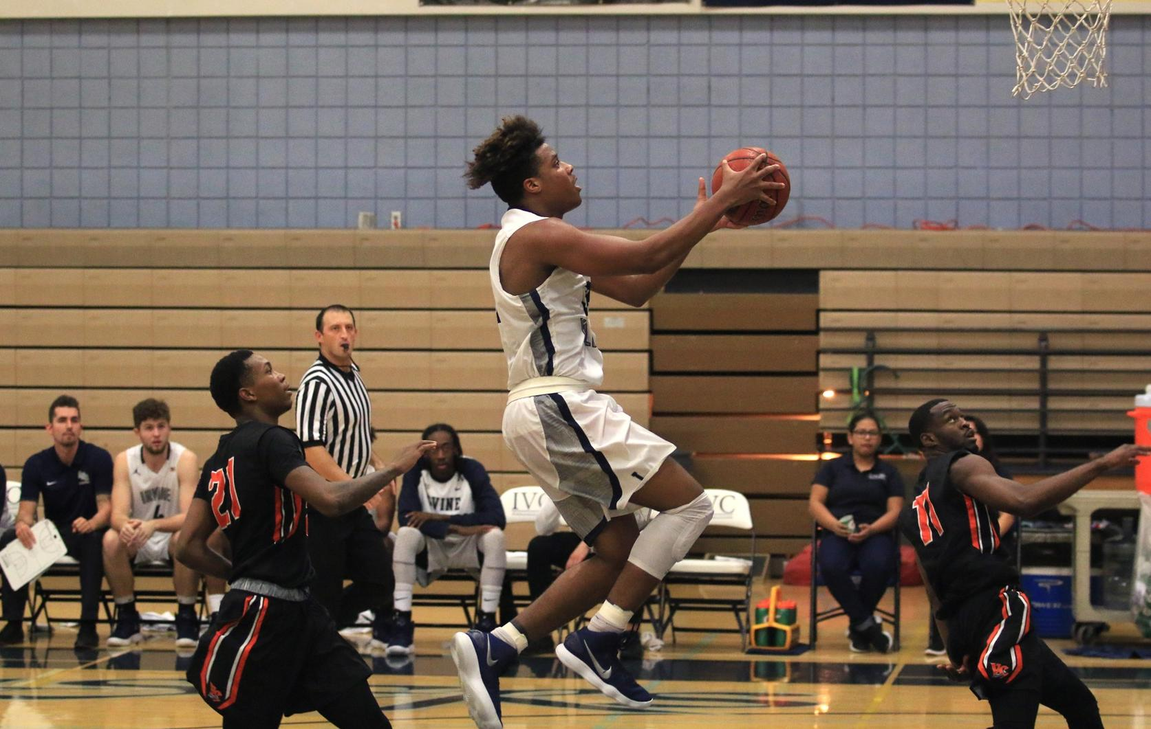Men's basketball team battles, but falls to Ventura in classic