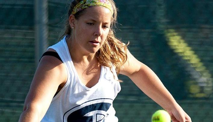 Women's Tennis Wins Two in Green Bay
