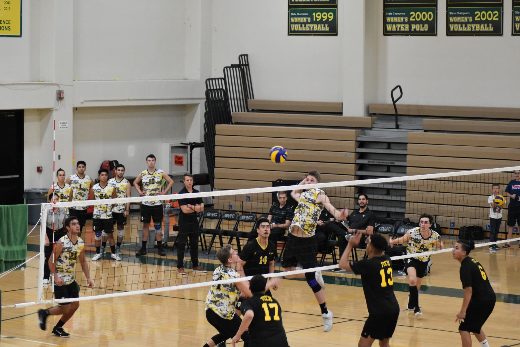 M Volleyball: Victorious in Second Straight Sweep