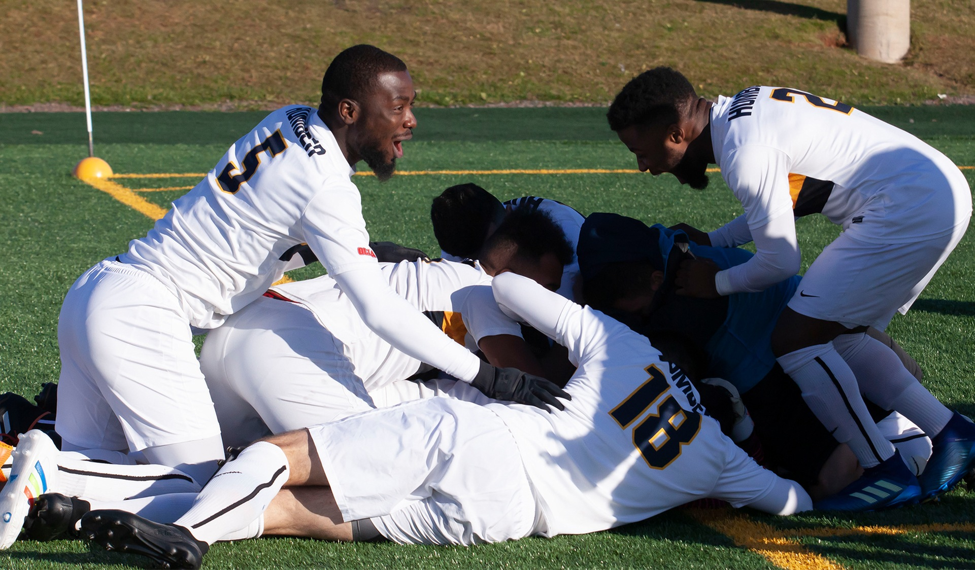 MEN'S SOCCER WIN ON PENALTY KICKS, ADVANCE TO CCAA SEMIFINAL
