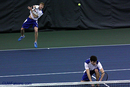 Men's Tennis defeats Concordia Chicago and Dominican