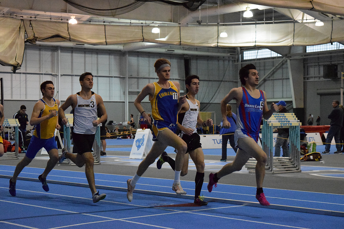 Robbins Win in 3,000-Meter Run Highlights Indoor Track at Tufts