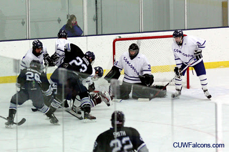 Men's Hockey falls to Lake Forest on the road