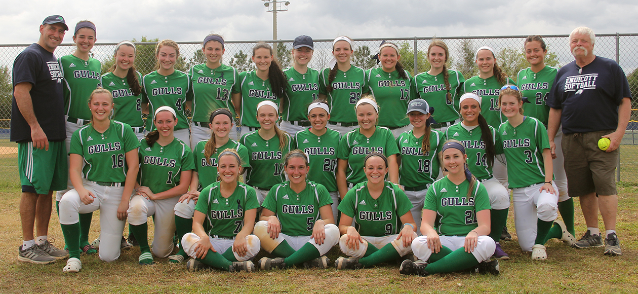 2017 Endicott softball team posing with head coach Mark Veilleux after 600th victory.
