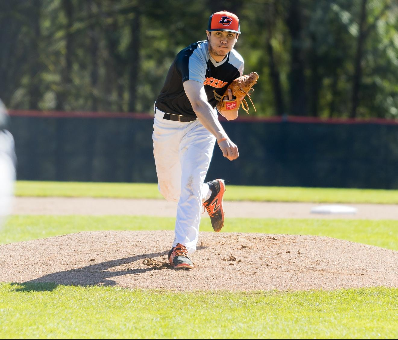 Pioneers lose both games to Pacific