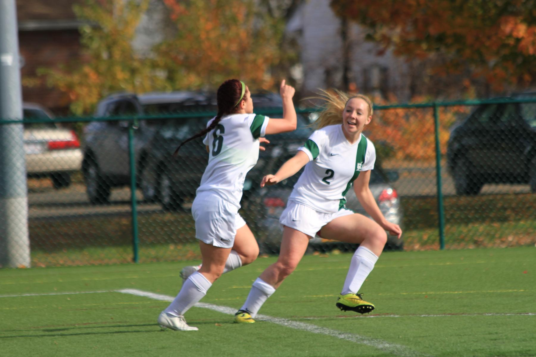 Women's Soccer Clips Cougars on Last-Minute Goal