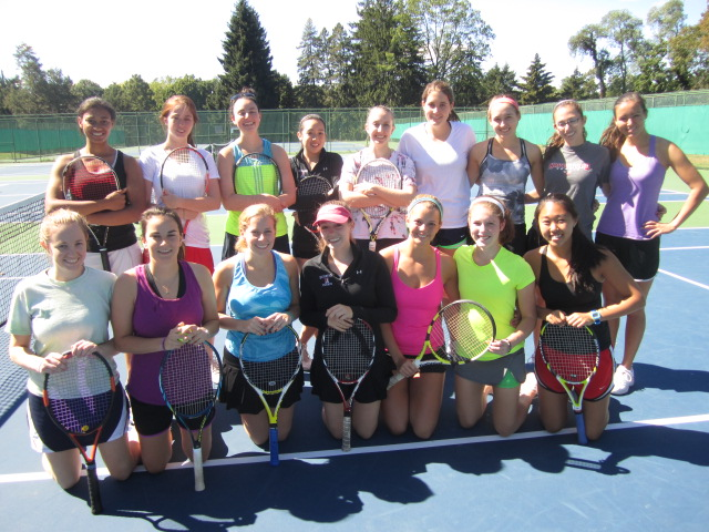 Women's tennis welcomes alumnae back to campus