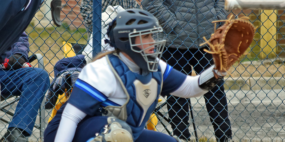 Softball loses close battle with No. 17 Coe, rebounds with win over Wentworth