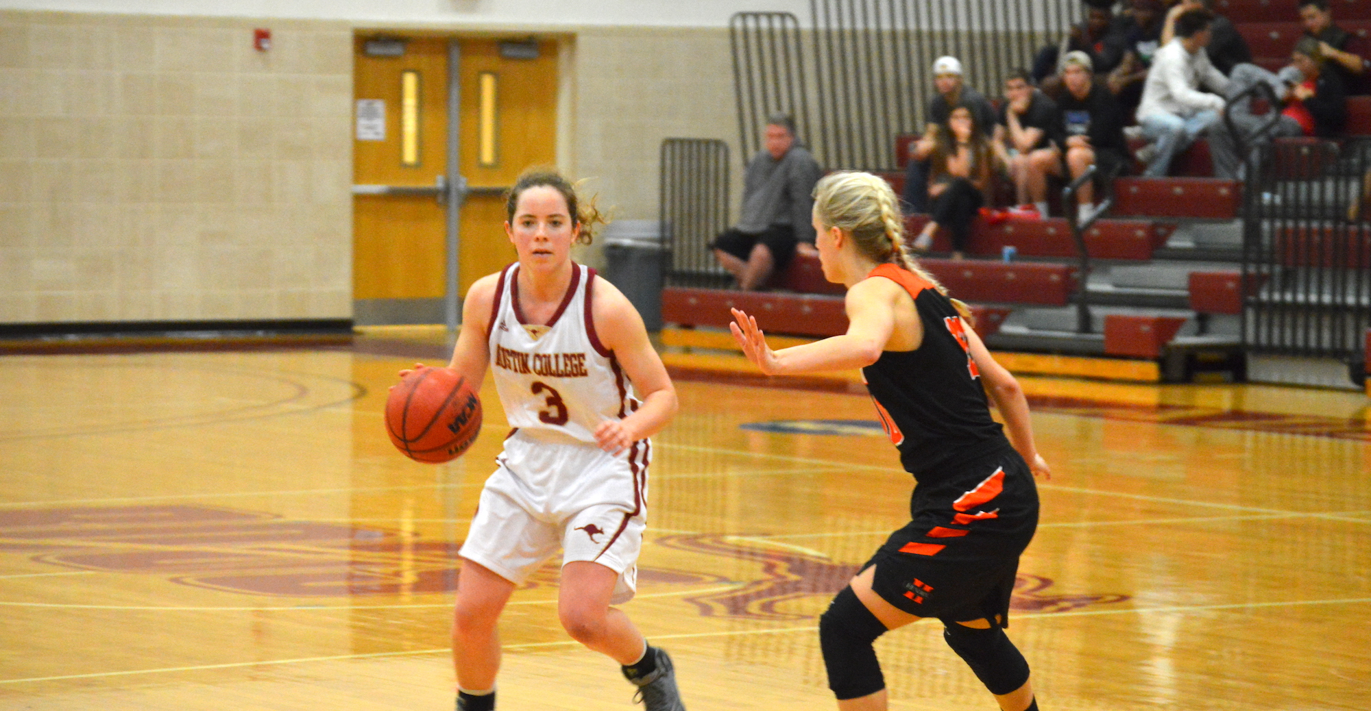 Hendrix Tops 'Roo Women's Hoops