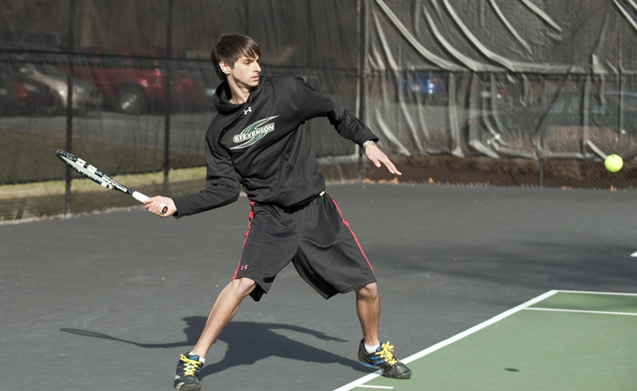 Men's Tennis Edged By Arcadia in Conference Matchup, 4-5