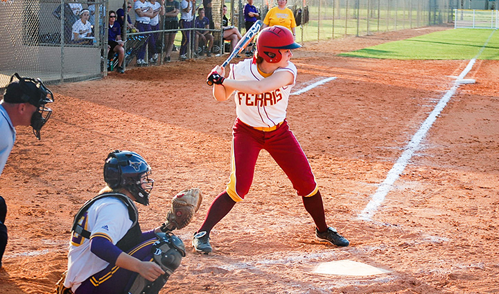 Bulldog Softball Returns To Action & Splits Two Games On Thursday In Florida