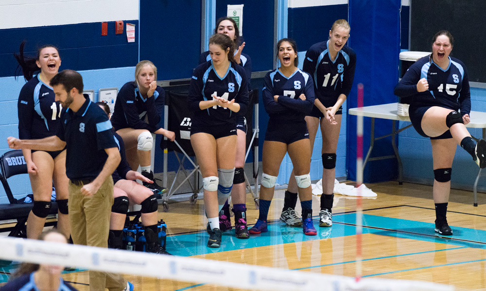 Women's volleyball lose to Redeemer in five sets