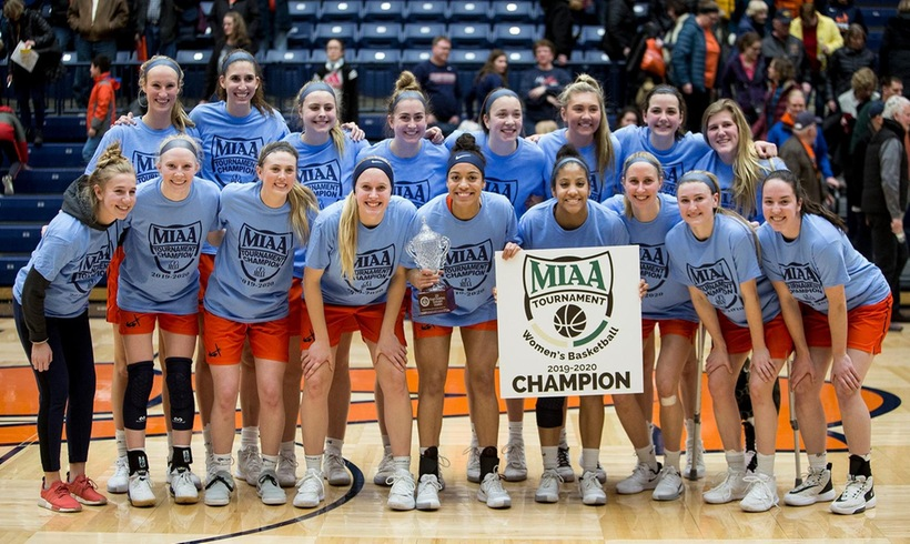 Hope women's basketball players pose for championship trophy