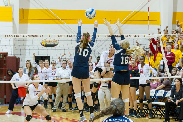 Volleyball Starts Off Weekend With 3-0 Sweep Of Hillsdale
