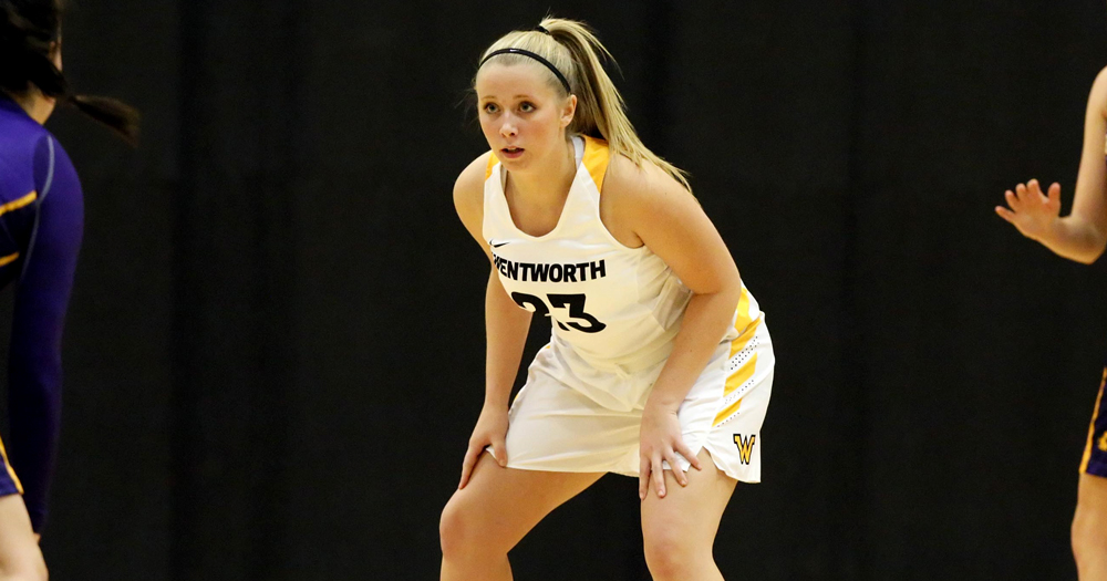 Simmons Outlasts Women's Basketball